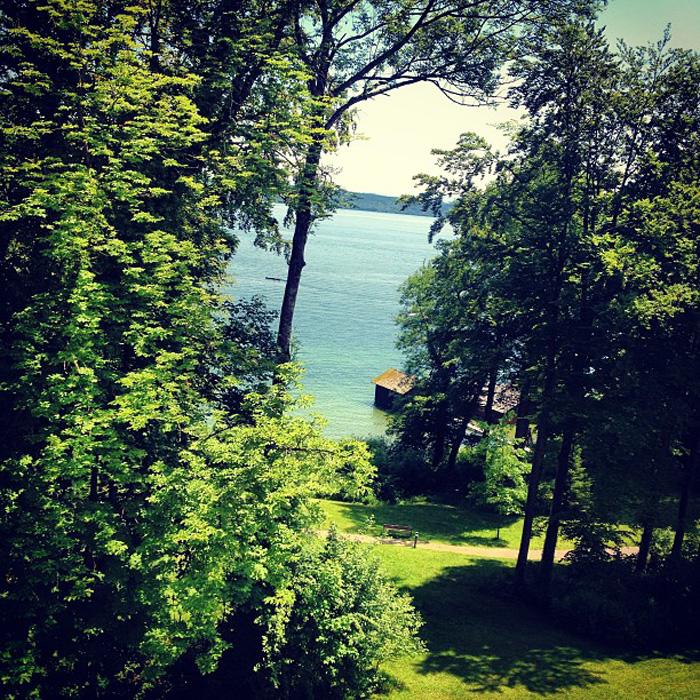 Blick von der Akademie für politische Bildung auf den Starnberger See